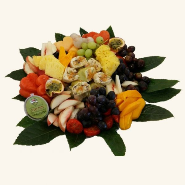 מגש פירות משולב עם סושי פירות